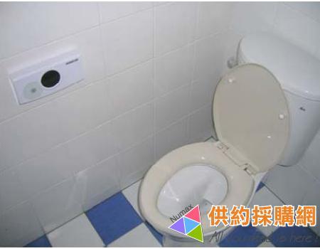 马桶每次冲水,水箱底部也跟着漏水怎么办?